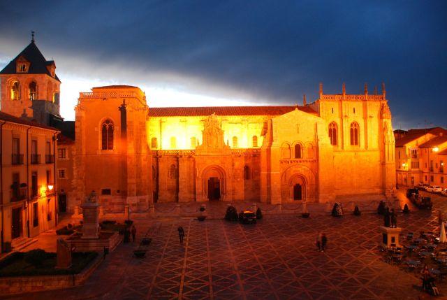 The Basilica of San Isidoro at night