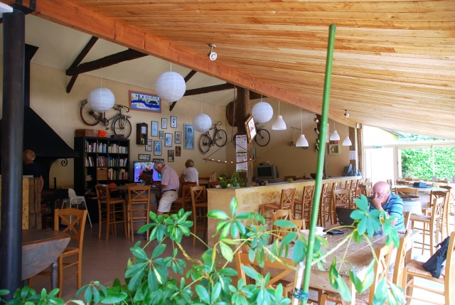 The Bar and Seating area at Le Capeyrou