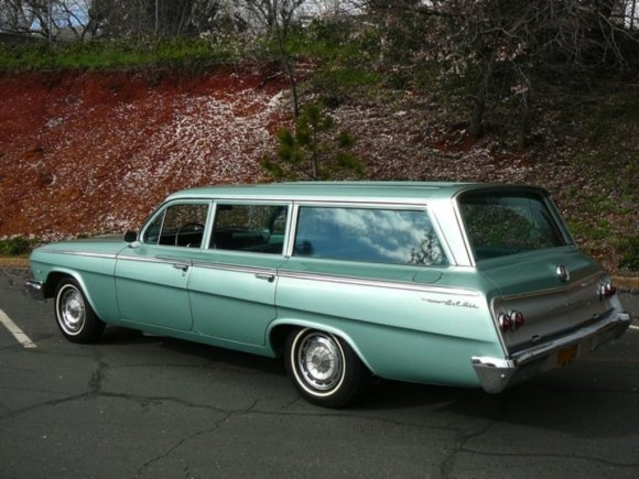 1962_chevrolet_bel_air_impala_station_wagon_rear_1