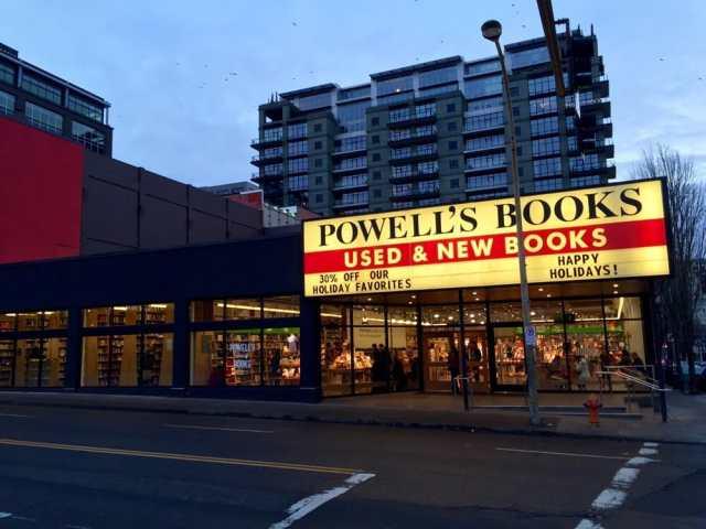 powells-entrance