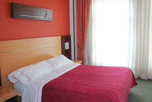 Hostal La Salle Bed
