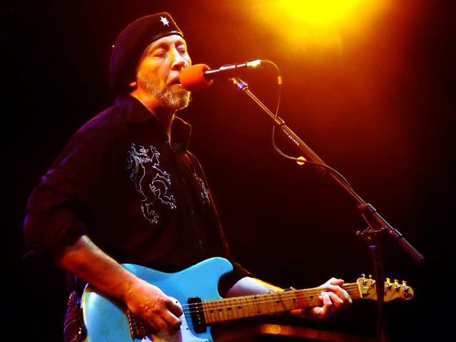 Richard_Thompson_-_6-21-07_-_Photo_by_Anthony_Pepitone