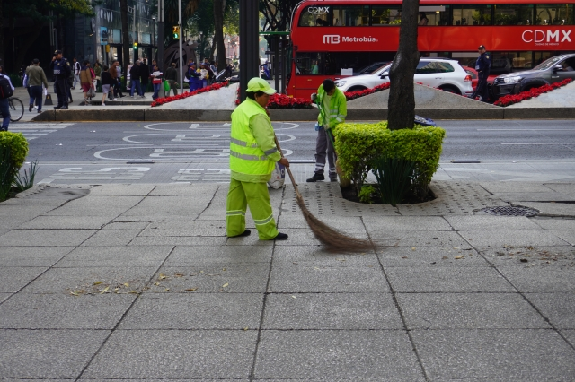 Street Sweepers On Reforma