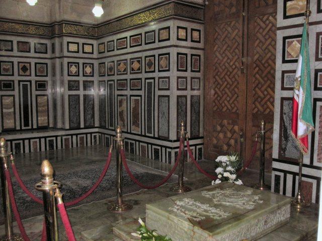 Tomb_of_Mohammad_Reza_Pahlavi_2